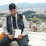 İnsan-Yağmuru-kitabının-iç-kapak-fotoğrafının-çekildiği-Akropolis'te-aynı-noktada-bir-anı-fotoğrafı-daha..